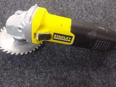 УШМ (болгарка) Stanley Fatmax FMEG725, 700 Вт, 125 мм б/у