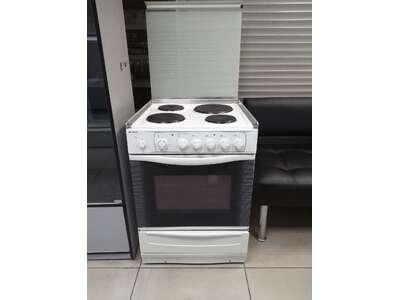 Электрическая плита Indesit  б/у
