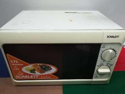 Микроволновая печь Scarlett SC-1701 б/у